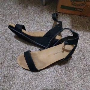 Classic ankle strap mini wedge